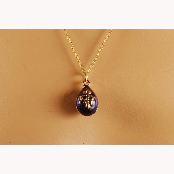 Russisk halssmykke med fransk lilje på Fabergé æg