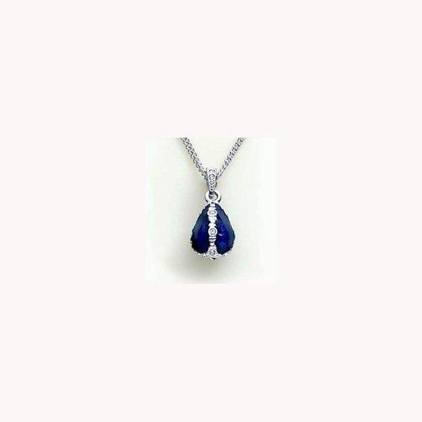 Russisk halssmykke med Fabergéæg i blå emalje og sølv med krystal